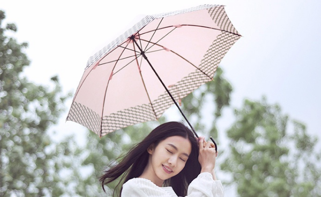 網易嚴選優惠碼2018 網易嚴選 色膠布長柄晴雨傘 秒殺價¥48.3,湊單滿88元免郵